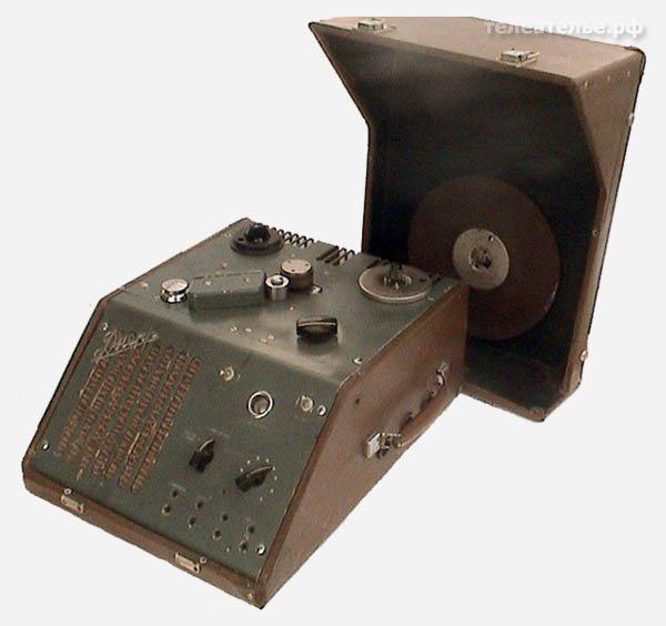 Катушечный магнитофон ДНЕПР